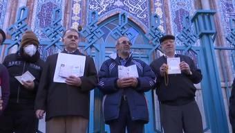 Der Iran hat am Freitag inmitten einer schweren Wirtschaftskrise und infolge der US-Sanktionen ein neues Parlament gewählt. Fast 70% der Iraner waren wahlberechtigt. Dennoch gab es, trotz der verlängerten Öffnungszeiten der Wahllokale, eine niedrige Wahlbeteiligung.