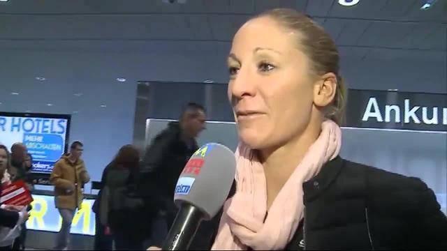 Flughafen Zürich: Herzlicher Empfang für Neo-Millionärin Ryf (7.12.2015)