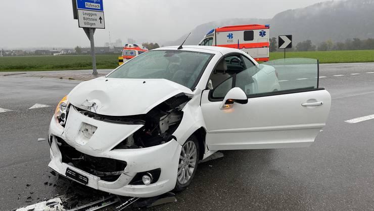 Nach dem Verkehrsunfall in Villigen wurden ein 20-jähriger Kosovare und eine 47-jährige Schweizerin zur Kontrolle ins Spital geführt.