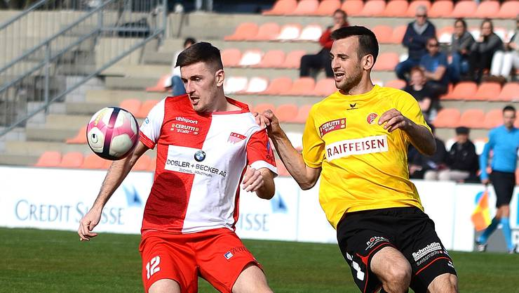Altin Osmani (l.) vom FC Solothurn hat die Nase gegen Goldau vorne. Auch gegen Buochs?