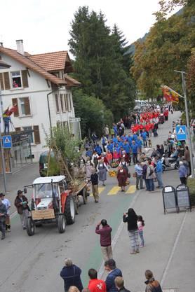 Umzug in Pieterlen zum Dorffest
