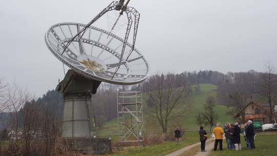 Die Parabolantenne bei Bleien mit sieben Metern Durchmesser für Frequenzen von 100 MHz bis 4000 MHz (Wellenlängen von drei Meter bis 7,5 Zentimeter). ETH Zürich