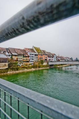 Blick vom Fussgängersteg zur Stahlbrücke
