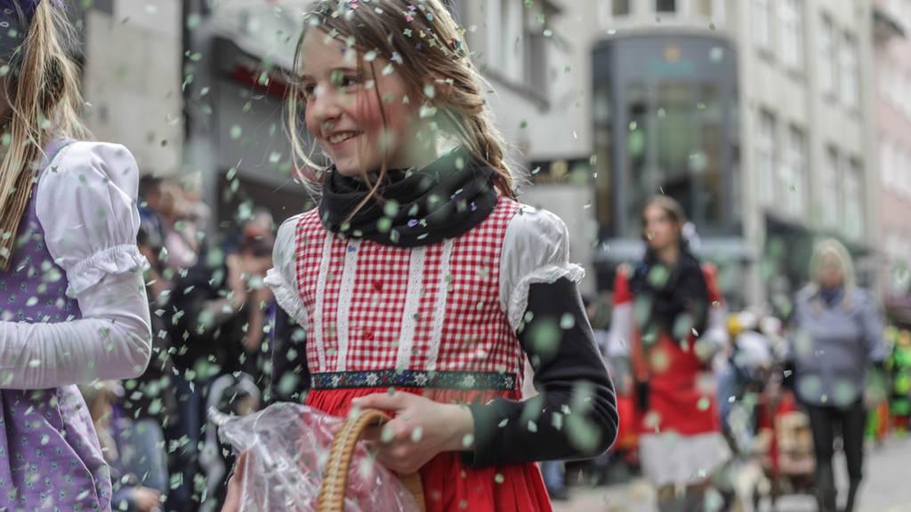 Fasnachtsumzug St.Gallen: Laut und bunt in den Sonntag