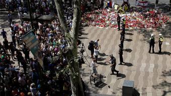 Die Polizei in Barcelona sperrte am Sonntag den Zugang zu den Ramblas, weil ein verdächtiger Rucksack gefunden wurde. key