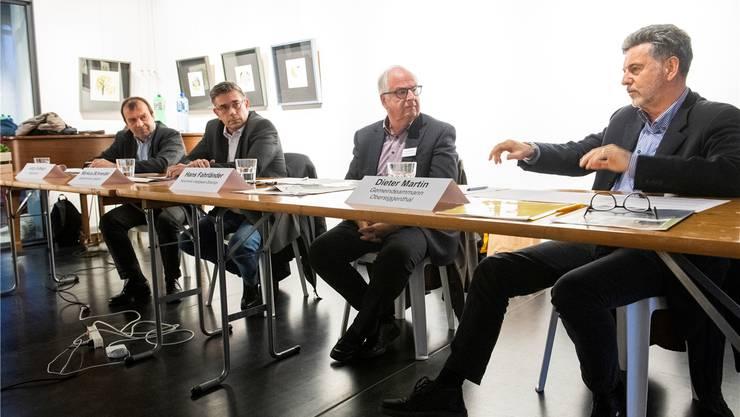 Jürg Caflisch, Präsident VCS Aargau, Markus Schneider, Stadtammann Baden, Hans Fahrländer, Moderator, und Dieter Martin, Gemeindeammann von Obersiggenthal.