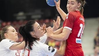 WM-Traum geplatzt: Die Schweizer Handballerinnen, hier mit Daphne Gautschi (rechts), waren auch im Barrage-Rückspiel gegen die favorisierten Däninnen chancenlos