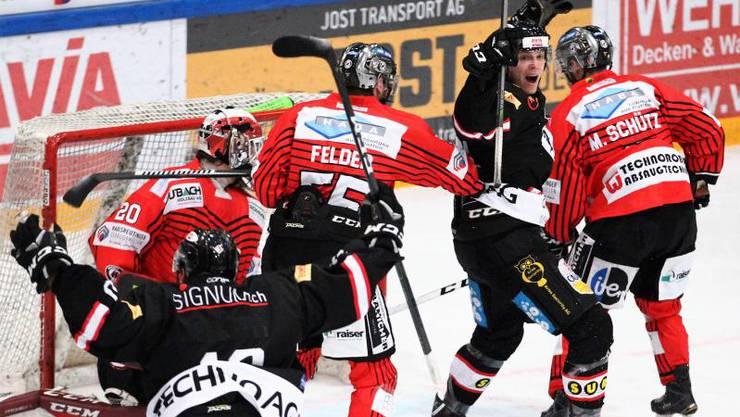 In den Schlussminuten erringt der EHC Basel den Sieg.