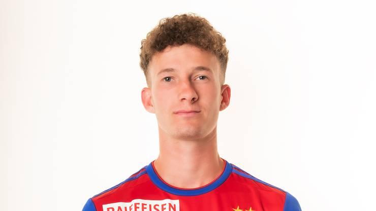 Der 19-Jährige darf zum ersten Mal von Beginn an für den FCB ran. Traut sich leider etwas gar wenig zu und wird beim Angriff, der zum Elfer für Pully führt, vernascht.