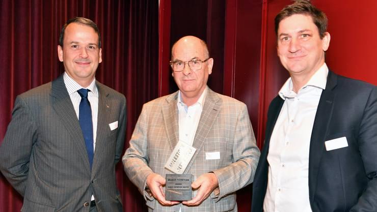Von links Stephan Glättli, Preisträger Marco Dätwyler und Urs Nussbaum