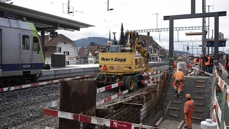In der Schweiz werden derzeit zahlreiche Bahnhöfe umgebaut, damit sie barrierefreie Zugänge zu den Perrons und Einstiege in die Züge haben, wie hier in Konolfingen BE. (Archivbild)
