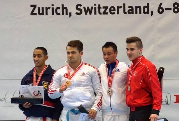 Maurice Rösch (ganz rechts) gewinnt an der EM 2015 die Bronzemedaille.