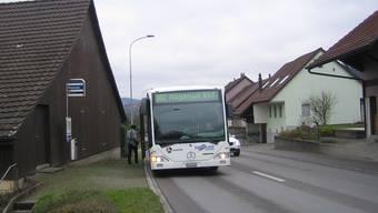 Vor allem die Bushaltestelle in Richtung Mägenwil weist erhebliche Sicherheitsmängel auf.