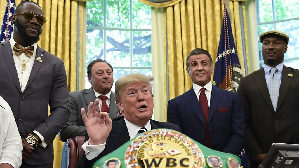 Ex-US-Präsident Trump kommentiert Boxkampf von Evander Holyfield