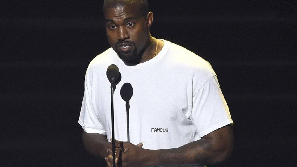 Hat er sich zu viel zugemutet? Nach einer anstrengenden Tournee und dem Raubüberfall auf seine Frau Kim Kardashian brach Kanye West zusammen. Bis auf Weiteres bleibt der Musiker im Spital. (Archivbild)