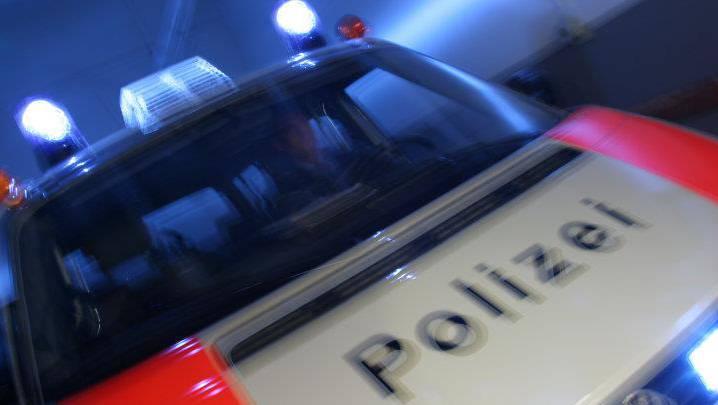 Die Polizei konnte die Täterin bisher nicht fassen und sucht nun Zeugen. (Symbolbild)