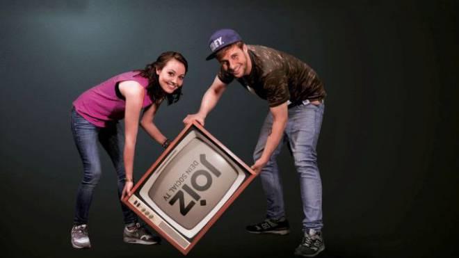 Die Moderatoren Julia Krüger und Maurice Gajda. Foto: HO