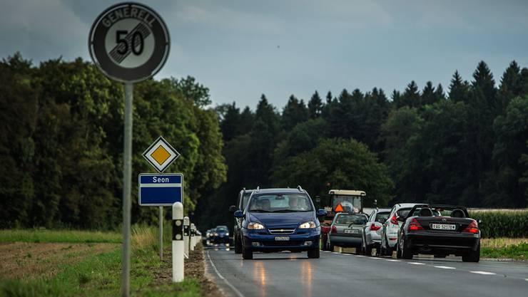 Autofahrer berichten von einer unruhigen Fahrt auf der neu sanierten Kantonsstrasse zwischen Schafisheim und Seon.Chris Iseli