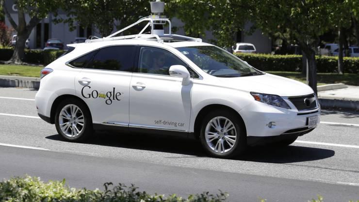 Google ist ab Mittwoch mit weiteren Neuheiten unterwegs - im Bild das selbstfahrende Auto. (Archivbild).