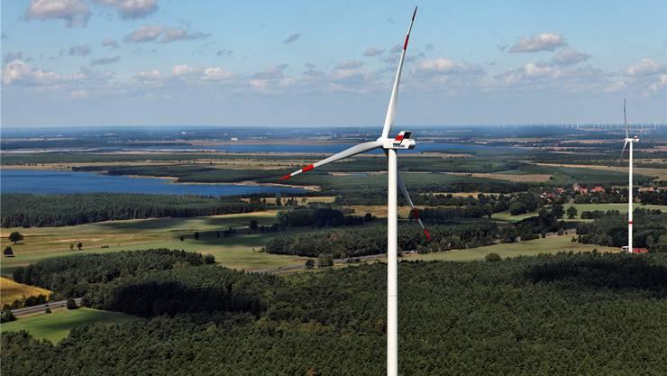 Geeignet für Windenergie: Die weiten Ebenen Brandenburgs. Die Anlage bei Calau nahe Cottbus (Bild) gehört den IWB. zvg