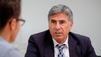 Der 65-jährige Jurist ist Präsident der Schweizerischen Konferenz der kantonalen Erziehungsdirektoren (EDK). Eymann gehört der Liberal-demokratischen Partei (LDP) an und ist Vorsteher des Erziehungsdepartements von Basel-Stadt sowie Mitglied der Bildungskommission des Nationalrats.