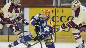 Biels Ahren Spylo behauptet sich gegen Simek (l.) und Lombardi.