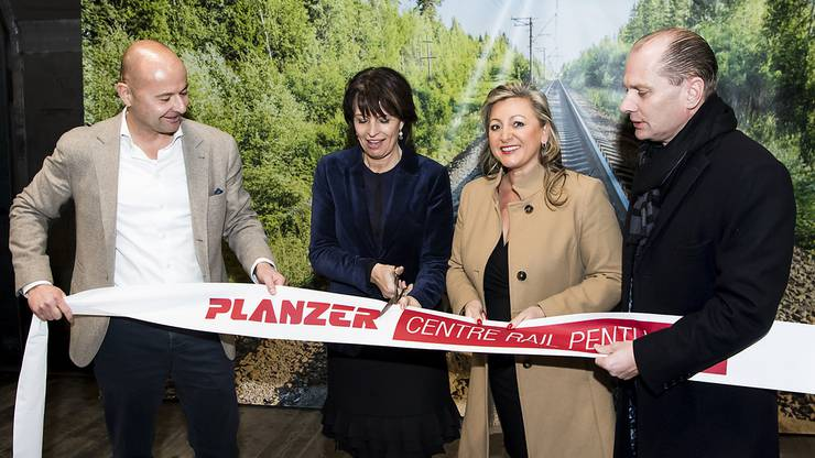Von links: Nils Planzer (CEO Planzer AG), Doris Leuthard (Bundesrätin), Nuria Gorrite (Waadtländer Regierungsratspräsidentin) und Philippe Leuba (Waadtländer Regierungsrat).