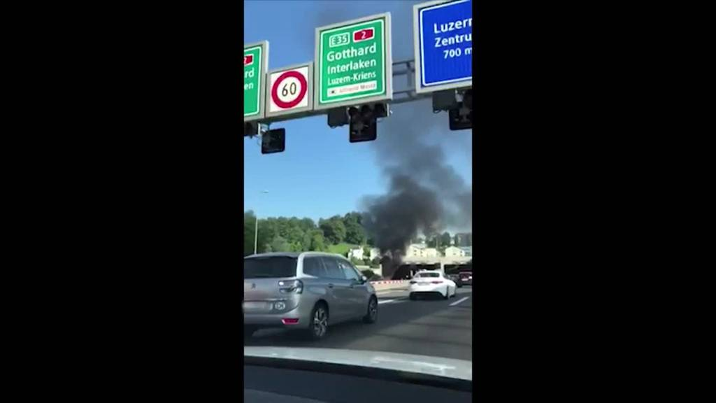 Autobrand am Ende des Reussport-Tunnels