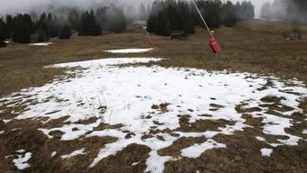 Endlich gibts Schnee, auch in den Bergen (auf Bild Villars-sur-Ollon VD).