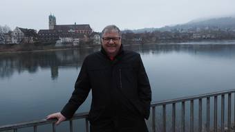 Hansueli Bühler ist seit 24 Jahren Gemeindeammann von Stein. Ende Jahr tritt er von            der politischen Bühne ab. Die Grenze (im Hintergrund Bad Säckingen) erlebt er als fliessend. «Bad Säckingen und Stein gehören