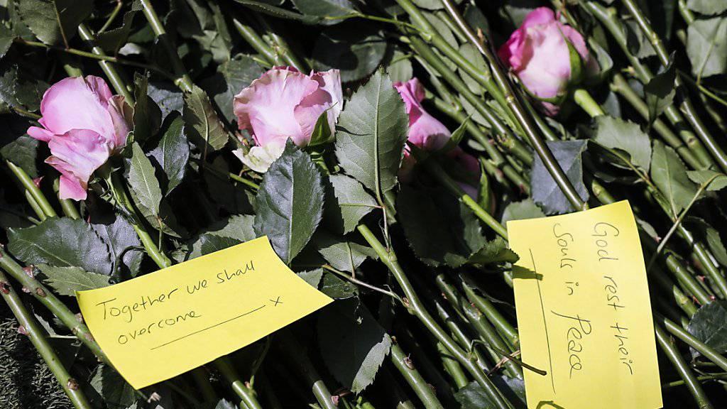 Blumen zum Gedenken an Terroropfer in Kenia: 2018 ist die Zahl der Terroranschläge weltweit um ein Drittel gesunken. (Archivbild)
