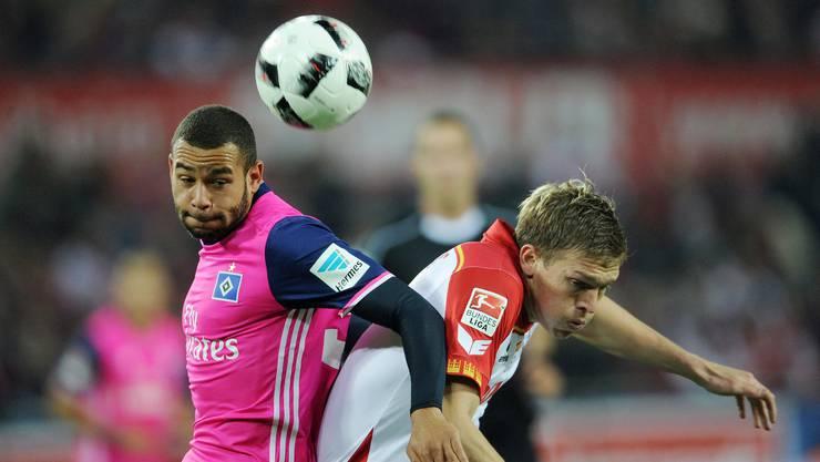 Aarau-Testspieler Ashton Götz (links) im Trikot seines Ex-Klubs Hamburger SV, bei dem er FCA-Trainer Patrick Rahmen kennen lernte.