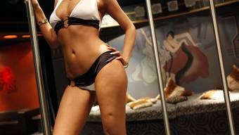 Jung und hübsch, vielleicht etwas zu stark geschminkt und etwas zu sexy gekleidet, grundsätzlich aber schlank und attraktiv – so sieht eine Sexarbeiterin in der kollektiven Vorstellung aus. (Symbolbild)