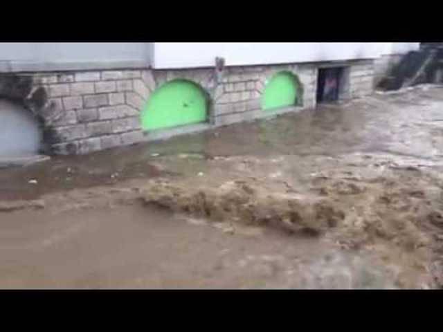 Wassermassen überfluten Unterführung in Zofingen