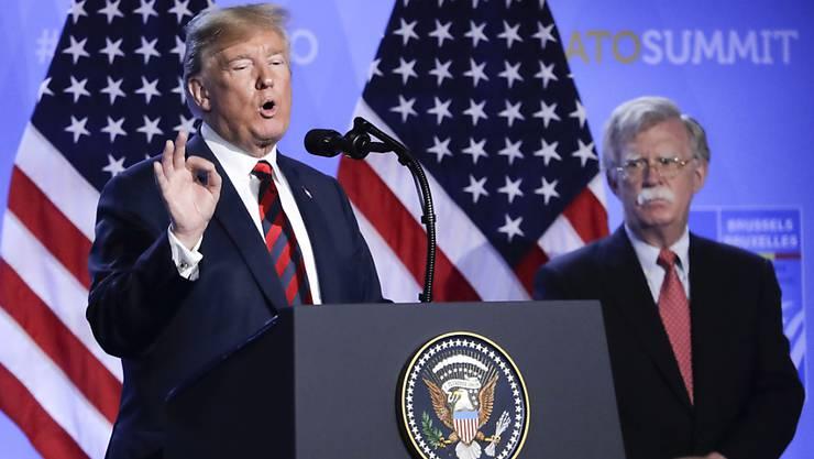 In den USA sind erstmals seit Beginn der Pandemie mehr als 50'000 Neuinfektionen mit dem Coronavirus an einem Tag verzeichnet worden. US-Präsident Donald Trump geht jedoch davon aus, dass das Virus einfach von selbs wieder verschwindet.