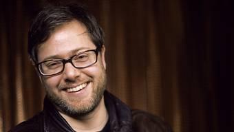 Der Schweizer Autor und Regisseur Milo Rau hat gut lachen: Kurz nach dem 3sat-Preis des Berliner Theatertreffens hat er nun auch den Peter-Weiss-Preis der Stadt Bochum erhalten. (Archivbild)