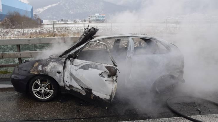 Der Fahrer konnte sich rechtzeitig in Sicherheit begeben und blieb unverletzt.