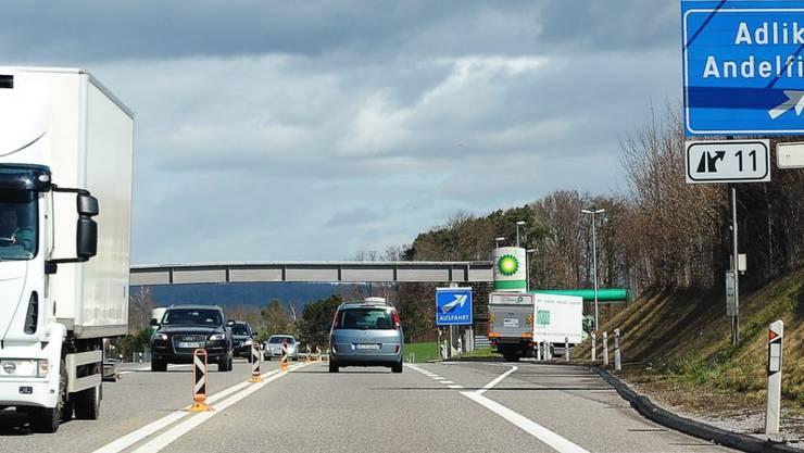 Die Erweiterung des Nationalstrassennetzes soll vorwiegend aus der Bundeskasse bezahlt werden. Ein höherer Vignettenpreis war beim Volk durchgefallen. (Archiv)