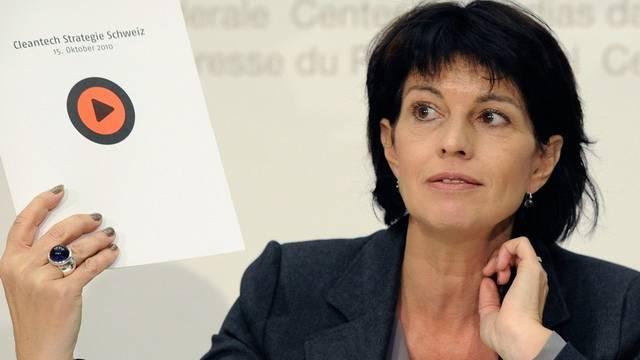 Bundesrätin Doris Leuthard möchte sauberere und ressourcenschonende Technologien fördern (Archiv)