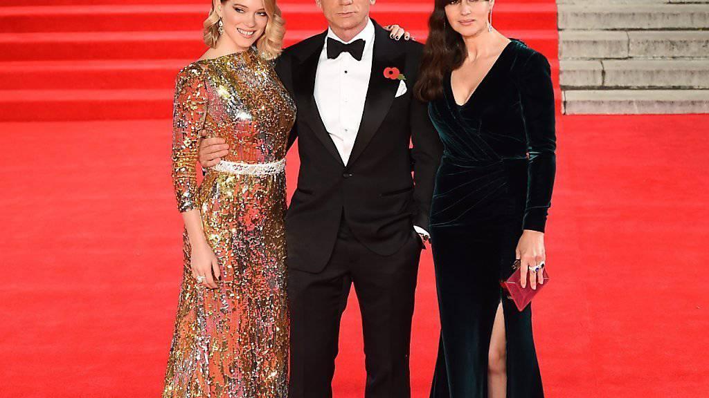 Bond-Darsteller Daniel Craig mit Bond-Girl Lea Seydoux (l) und Bond-Lady Monica Belluci