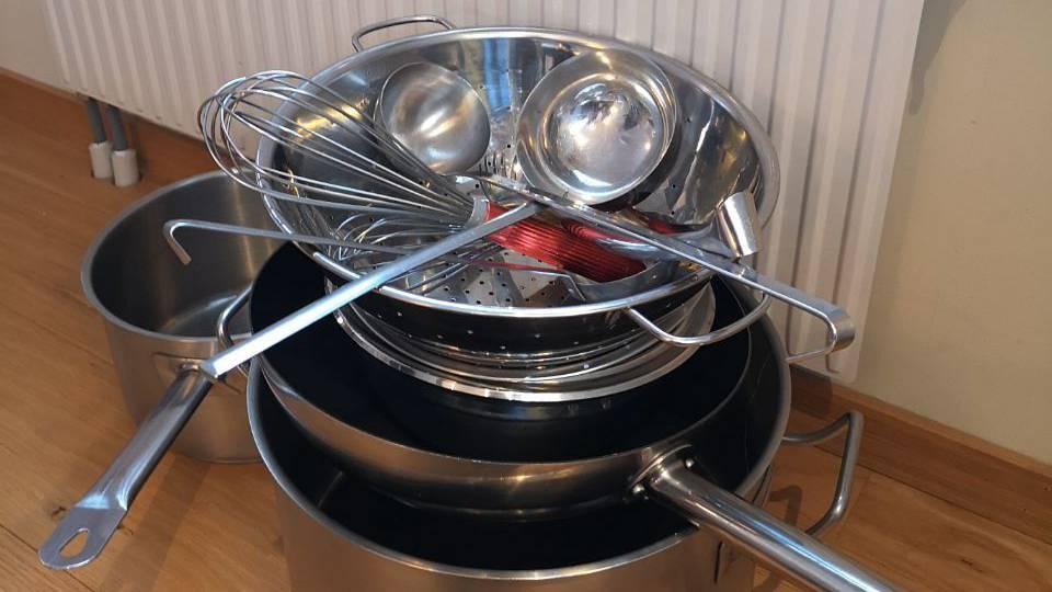 Das sind die Kochutensilien von Seraphin Herrmann. Diese hat er aus der Schweiz mitgebracht. (© Jonathan Schoeffel)