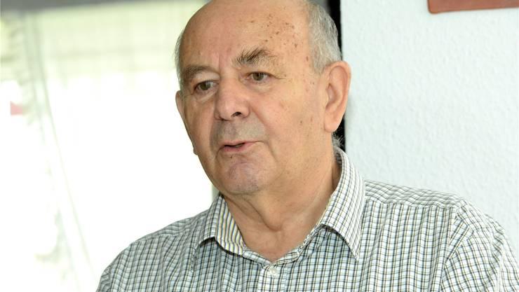 Der Aufräumer Peter Donath (73) machte 1970 an der Universität Saarbrücken (D) den Doktor in organischer Chemie. Ab 1971 arbeitet er für Ciba Geigy. Unter anderem leitete er zwischen 1983 und 1990 die Abteilung Umwelttechnologie. Zwischen 1990 bis 1996 leitete er weltweit die Produktion der Ciba-Pigment-Division. Im Zug der Fusion Sandoz-Ciba zu Novartis wurde die Ciba Spezialitätenchemie ausgegliedert. Dort führte Donath anschliessend die weltweite Abteilung für Umwelt, Gesundheit und Sicherheit. Nach seiner Frühpensionierung 2004 engagierte er sich im Hamburger Umweltinstitut Epea. Donath lebt mit seiner Frau in Grenzach, wo er sich unter anderen dafür einsetzt, dass die Ciba-Nachfolgerin BASF die Kesslergrube ebenso vollständig saniert, wie dies Roche auf dem angrenzenden Perimeter macht.