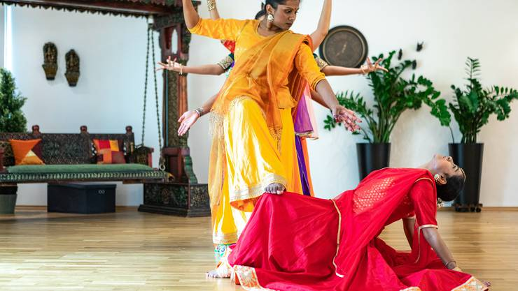 Guru Pali Chandra hat eine Tanzschule in Schinznach-Bad. Aus der ganzen Welt kommen die Tänzerinnen, um bei ihr zu lernen.