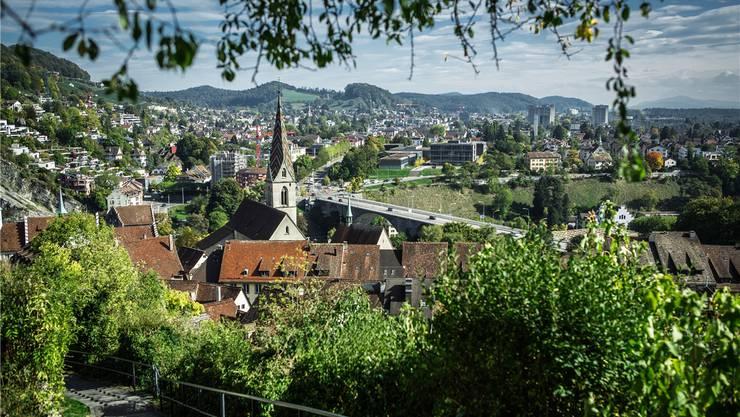 Baden, gestern Nachmittag in der Herbstsonne: Am 18. Oktober – spätestens im 2. Wahlgang am 22. November – wählen die Badenerinnen und Badener ihren neuen Stadtrat. Chris Iseli