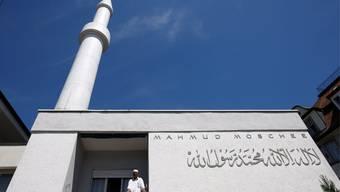 Die 1963 erbaute Mahmud Moschee in Zuerich mit einem kleinen Minarett, aufgenommen am Sonntag, 26. Juli 2009 in Zuerich.