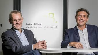 Sie freuen sich über die gute Zusammenarbeit: Gesamtschulleiter des Zentrums Bildung Jörg Pfister (l.) und Leiter des Standorts Brugg Ivan Jecic.