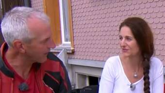 Nancy Holten und Bauer Martin beim Kennenlernen.