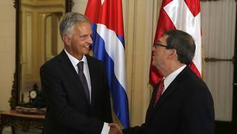 Aussenminister Didier Burkhalter wird von seinem kubanischen Amtskollegen Bruno Rodriguez in Havanna empfangen. Der Bundesrat weilt zur Eröffnung der US-Botschaft in Havanna auf Kuba.