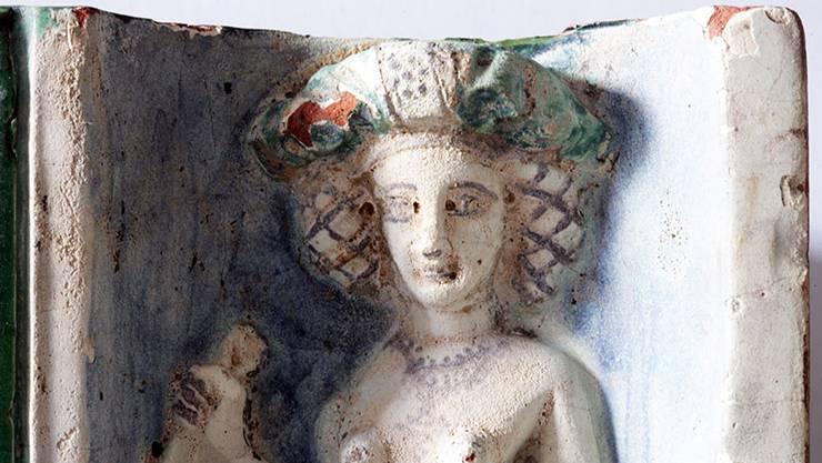 Detail einer Keramikkachel eines Kachelofens. Fraumünsterquartier. Stadt Zürich, Amt für Städtebau, Archäologie..jpg