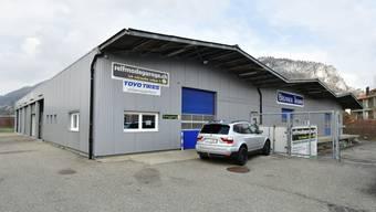 Diese Halle an der Hirsackerstrasse 26 in Oensingen könnte schon bald der neue Standort für den Werkhof der Gemeinde Oensingen sein.